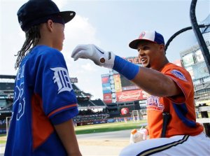 Gomez chats with Prince Fielder's son Haven  before the MLB All-Star Game in New York. (AP Photo/Kathy Willens)
